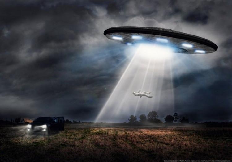 Một người đã làm việc tại NASA cho biết các phi hành gia đã phải đối mặt thường xuyên với UFO trong không gian vũ trụ.