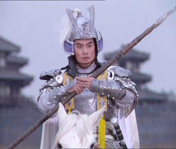 Triệu Vân luôn theo sát bảo vệ Lưu Bị từ ngày sang Đông Ngô đến giờ, chưa từng khinh suất, và đặc biệt rất biết nghe lời Gia Cát Lượng để đại sự sớm thành.