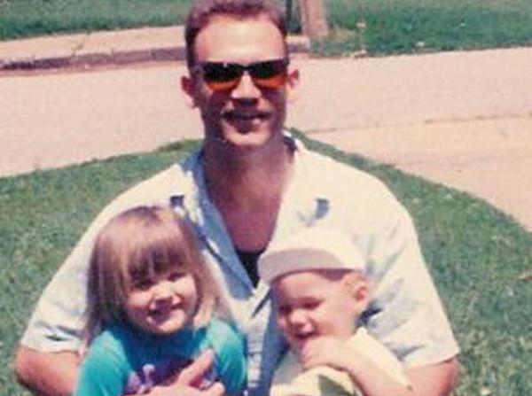 Người cha vô nhân tính Bryan Stewart.