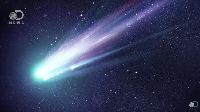 Sao chổi bị bức xạ Mặt trời đốt cháy, tạo thành cái đuôi phát sáng rất đặc trưng.
