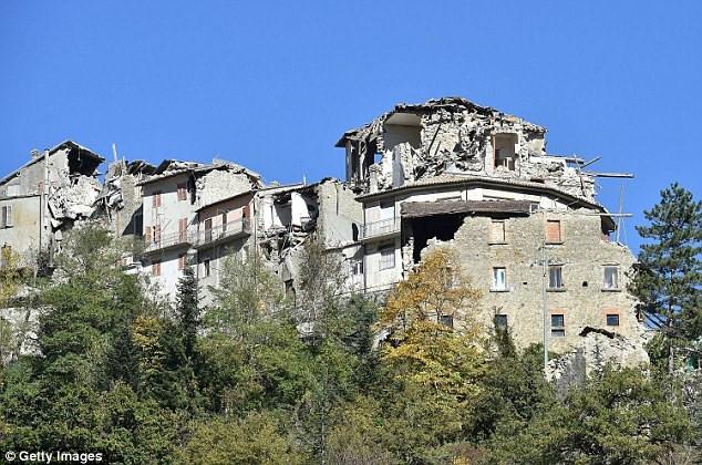 Trước đó khoảng 3 ngày, 3 trận động đất cũng đã làm rung chuyển miền trung Italy.