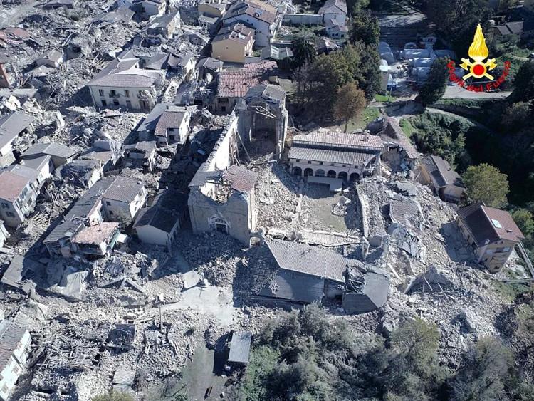 Trận động đất ở Italy với cường độ mạnh 6,6 độ Richter đã làm rung chuyển miền trung nước này sáng sớm ngày 30/10.