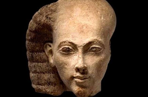 Để không bị chấy rận, cả nam giới và phụ nữ Ai Cập thời cổ đại sẽ cạo trọc đầu.