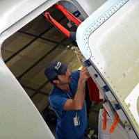 Liệu có thể mở cửa máy bay khi đang bay?