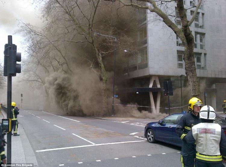 Những đám cháy gây khói mù mịt luôn là mối nguy hiểm chết người vì ngạt khói.