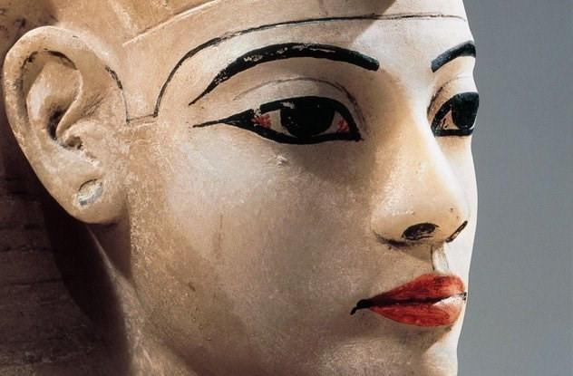 Người Ai Cập cổ đại quan điểm trang điểm mắt không chỉ để làm đẹp mà còn có mục đích chữa bệnh.