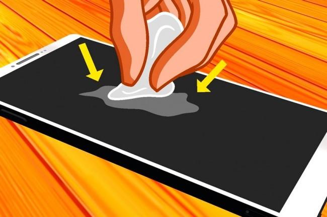 Lau màn hình điện thoại, máy tính bảng bằng vải mỏng.