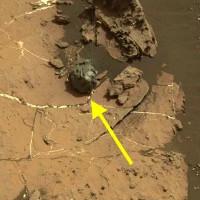 Mảnh thiên thạch nhẵn như được người mài trên sao Hỏa