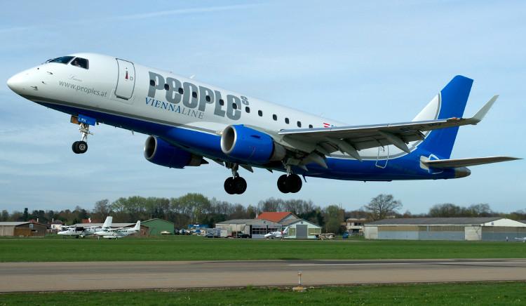Máy bay của hãng People's Viennaline.