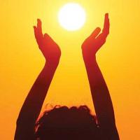 Tắm nắng 12h trưa hấp thụ nhiều vitamin D nhất
