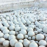 Hàng nghìn quả cầu tuyết xuất hiện trên bờ biển Nga