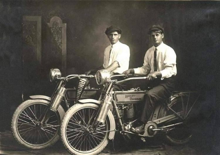 Dấu ấn lịch sử của hai anh em nhà Harley với mẫu xe phân khối lớn đầu tiên thời bấy giờ.