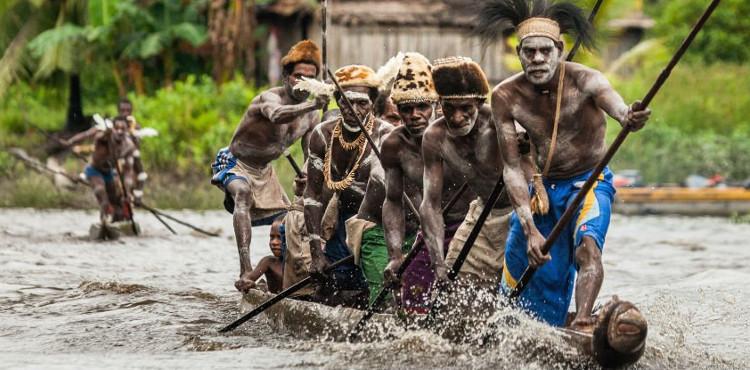 Cư dân ở các vùng đảo xa của Indonesia.