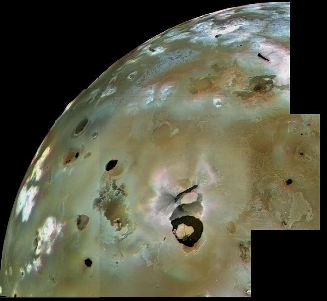 Có khoảng 50 núi lửa có dấu hiệu hoạt động ngầm mạnh mẽ trên mặt trăng Io.