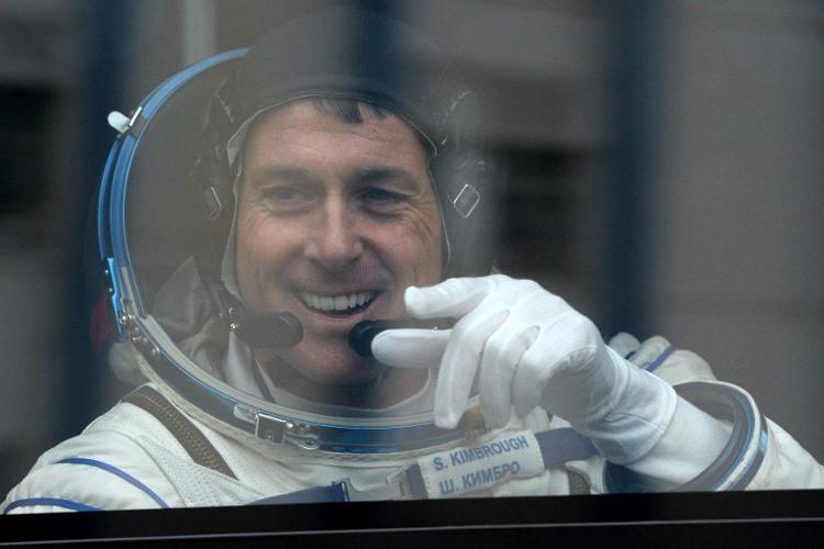Phi hành gia Shane Kimbrough bỏ phiếu bầu cử tổng thống Mỹ trên trạm ISS.
