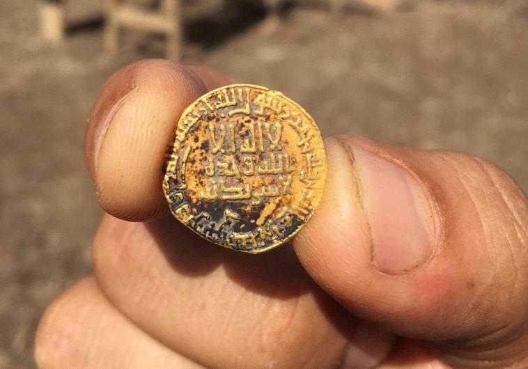 Đồng xu được cho là 1.200 năm tuổi mới được phát hiện.