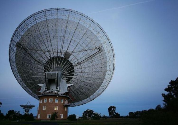 Dự án Breakthrough Listen do Hawking đứng đầu để tìm kiếm tín hiệu từ người ngoài hành tinh.