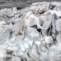Cảnh tượng kỳ lạ trên sông ngàn năm tuổi khiến người xem xót xa