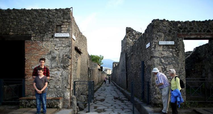 Các hình ảnh tìm thấy là những tàn tích còn sót lại của Pompeii còn tồn tại đến tận bây giờ.