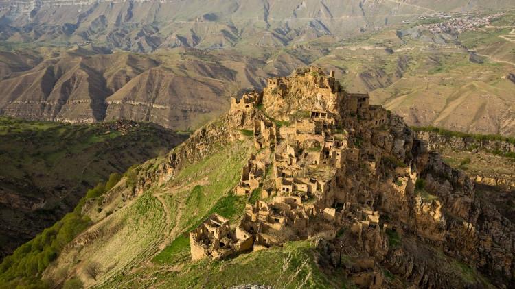Một ngôi làng bị bỏ hoang ở Dagestan, thuộc vùng núi North Caucasus hùng vĩ ở Nga
