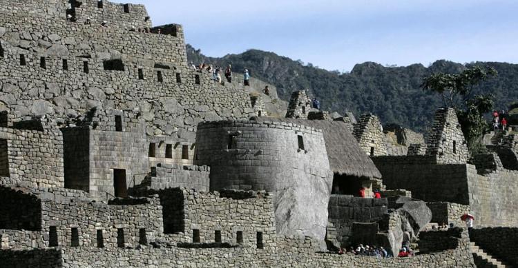 Các bức tường nơi đây được xây dựng rất lớn.