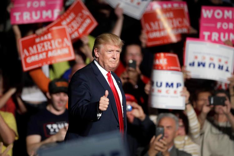 Tân Tổng thống Donald Trump chiến thắng áp đảo đối thủ Hillary Clinton trong cuộc đua vào Nhà Trắng.