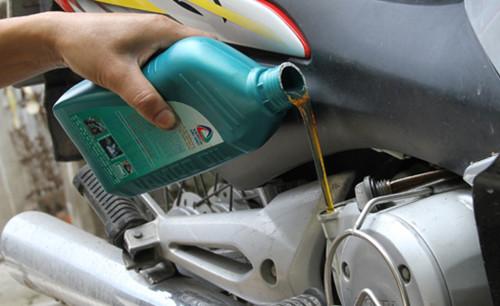 Trong quan niệm của nhiều người, bảo dưỡng xe thường xuyên tức là thay dầu định kỳ.
