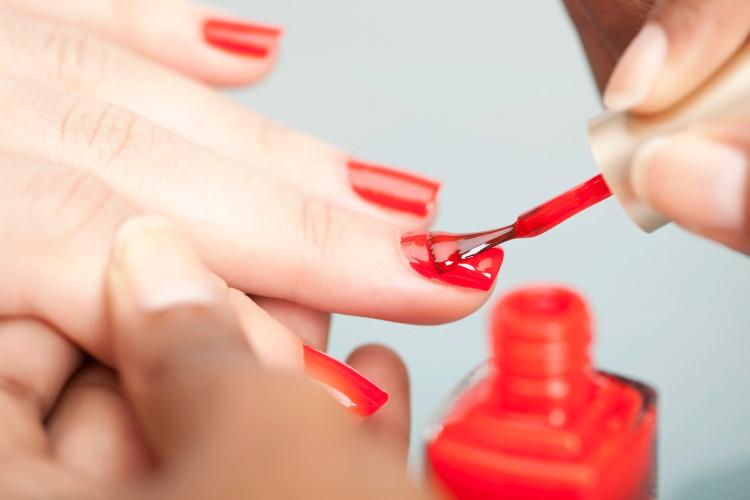 Sơn móng tay cũng là một nguồn phơi nhiễm phthalates qua da.