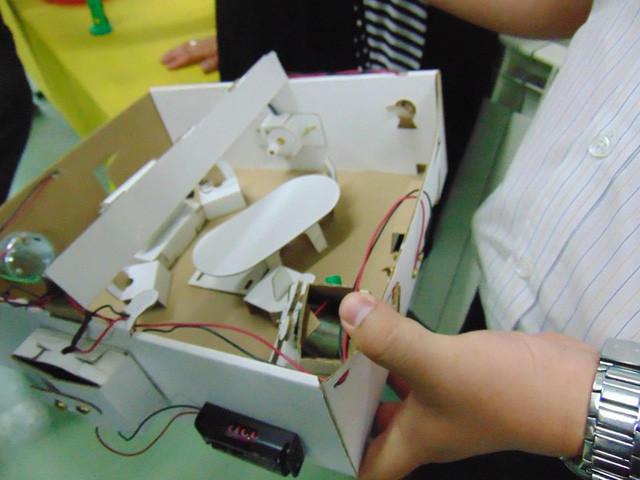 Học sinh lớp 6 tham gia tiết học về sáng chế.