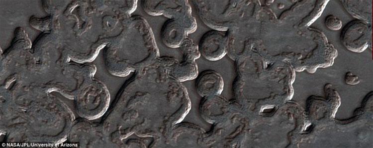 Hình ảnh kỳ lạ ở cực Nam Sao Hỏa