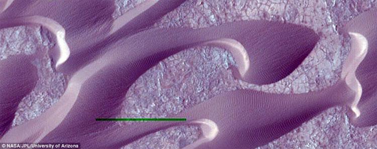 Gió hình thành nên những cồn cát mang hình thù độc đáo