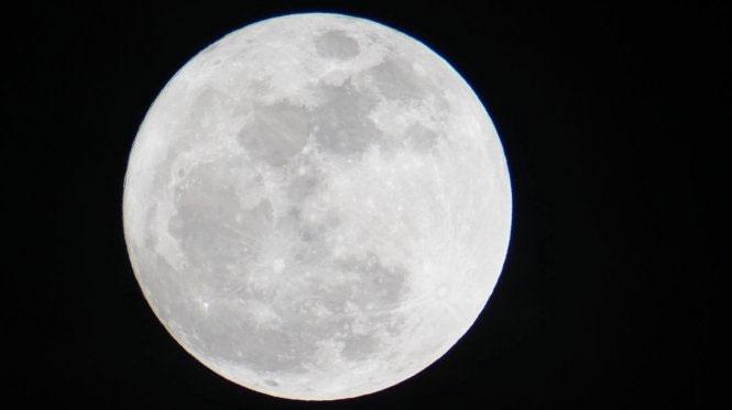 Hình ảnh mặt trăng lúc 18h45 phút