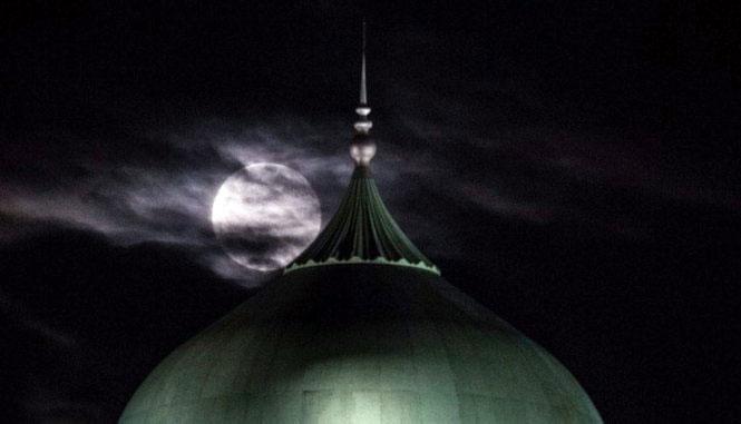 Mây mờ che Siêu trăng tại Singapore