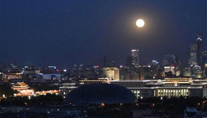 Siêu trăng tại Trung Quốc sáng rực