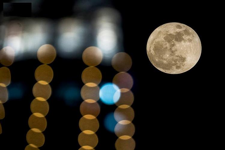 Siêu trăng xuất hiện khá liên tục nhưng năm nay đặc biệt bởi 70 năm mới có một lần Mặt Trăng đạt kích thước cực đại.