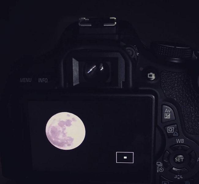 Siêu trăng qua lăng kính độc giả NaMi.