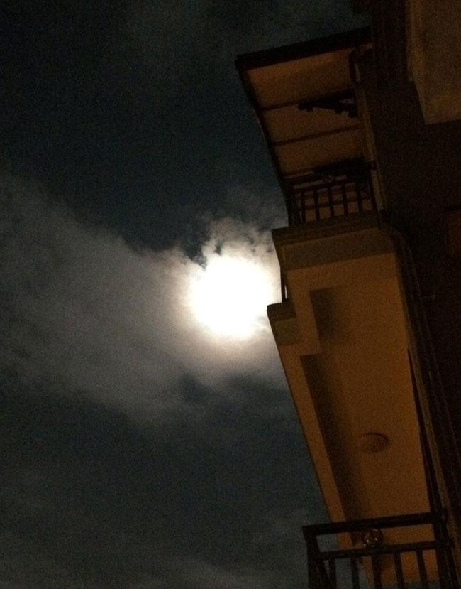 Hình ảnh siêu trăng ở Hà Nội.