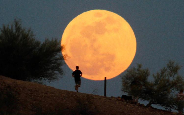 Người Việt sẽ có cơ hội ngắm siêu trăng lớn nhất thế kỷ vào 20h52 tối nay.