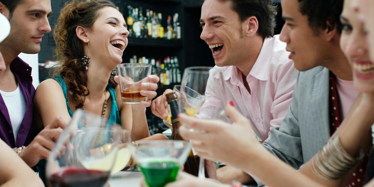 Uống rượu vào buổi sáng hôm sau chỉ gây thiệt hại nhiều hơn đến gan và não bộ, khiến cơn đau đầu tồi tệ hơn
