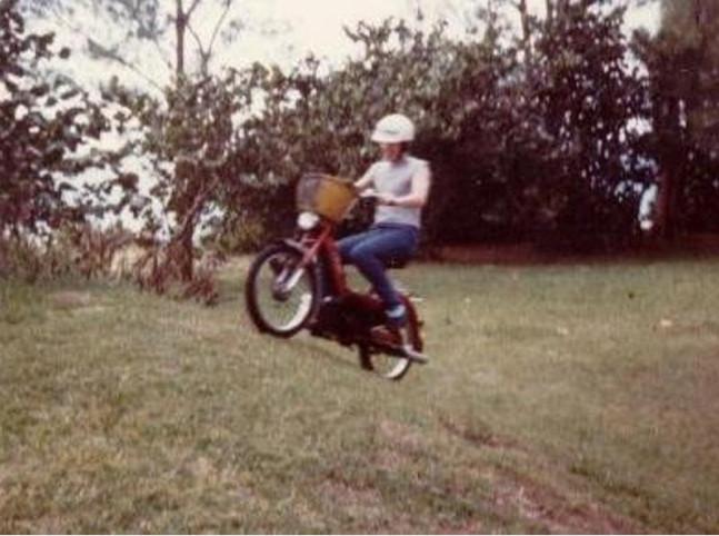 Chạy xe máy