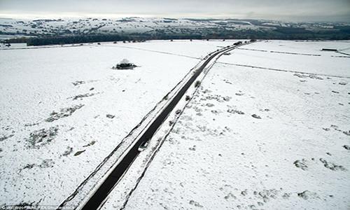 Một con đường gần Appleby, Cumbria (Anh) trong đợt tuyết rơi đầu mùa.