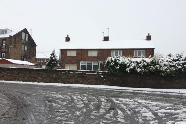 Tuyết trắng bao trùm khu vực miền bắc nước Anh, trong đó có Hudderfield ở West Yorkshire.