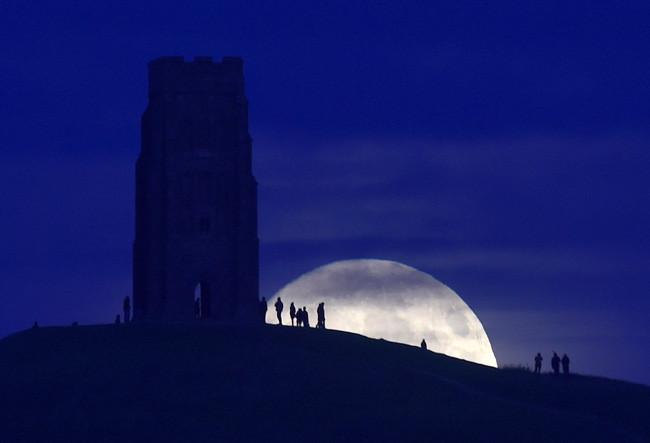 Hiện tượng Mặt Trăng trông lớn hơn hoàn toàn do sai lầm của bộ não con người.