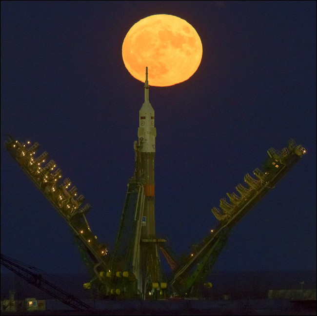 Siêu trăng tại trạm nghiên cứu của Nasa ở Baikonur, Kazakhstan.
