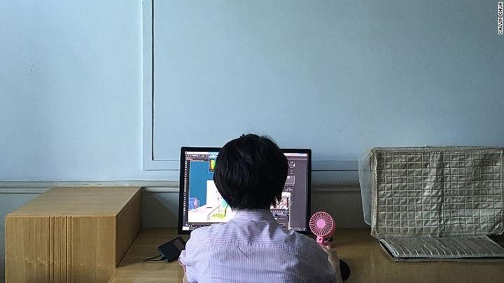 Một sinh viên khoa Kiến trúc và vật liệu công trình ở đại học Bình Nhưỡng.