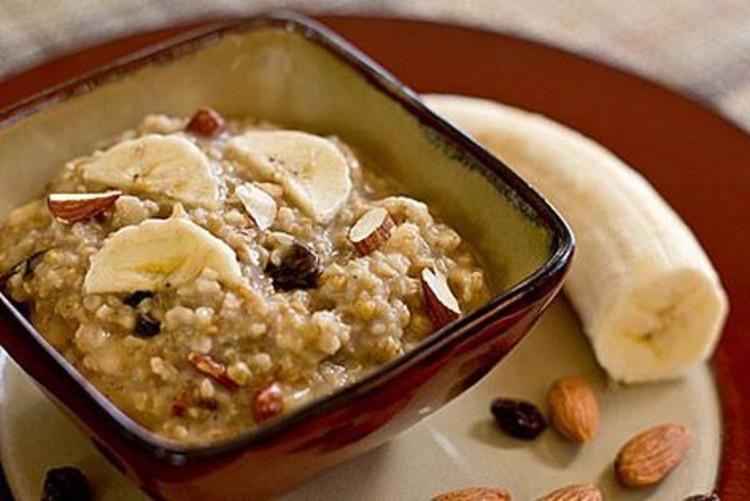 Để món cháo bột yến mạch trở nên dinh dưỡng hơn, các chuyên gia dinh dưỡng khuyên bạn nên dùng thêm một số thực phẩm chứa chất béo lành mạnh như bơ hạnh nhân, hạt Chia