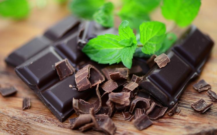 Ngoài ra, nếu sử dụng socola đen trong các bữa ăn hàng ngày cũng cải thiện sức khỏe đáng kể.