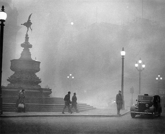 Sương mù dày đặc, che lấp cả ánh Mặt trời, hàng ngàn người đã gặp vấn đề về hô hấp.