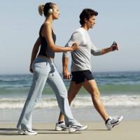 Tại sao con người lại vung tay khi đi bộ?