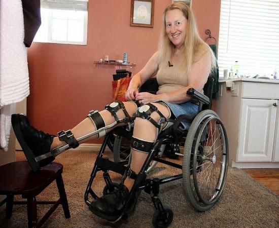 Chloe hạnh phúc khi được ngồi trên chiếc xe lăn dù bà không bị khuyết tật.